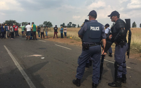 Police monitoring protests in Rustervaal in Vereeniging on 12 April 2019. Picture: Robinson Nqola/EWN