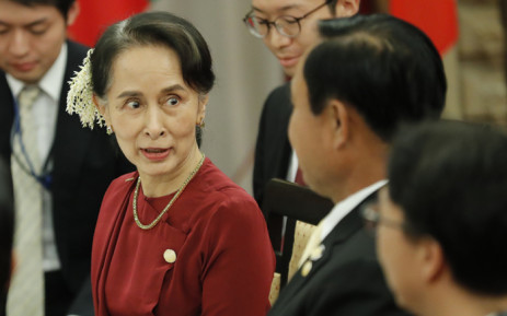 Myanmar State Counsellor Aung San Suu Kyi (L) talks with Thai Prime Minister Prayuth Chan-ocha during their dinner in Tokyo on 8 October 2018. Picture: AFP.