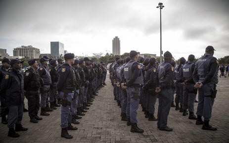 FILE: SAPS officers line the Grand Parade in Cape Town before an operation in the CBD. Picture: Thomas Holder/Eyewitness News.