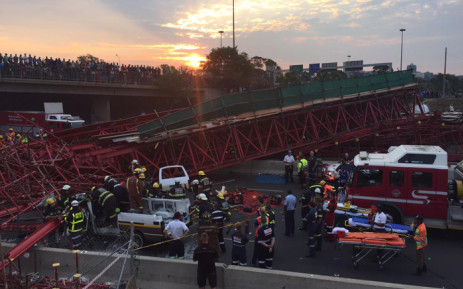 Paramedics and police at the scene of a collapsed scaffolding of a pedestrian bridge under construction in Sandton on 14 October 2015. The bridge was being built parallel to Grayston Drive over the M1. Picture: Christa Eybers/EWN
