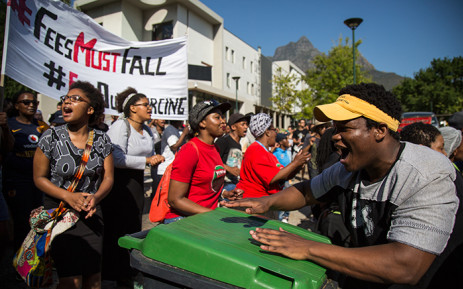 A UCT #FeesMustFall protester drums on a dustbin during the UCT protests on lower campus. Picture: Anthony Molyneaux/EWN.
