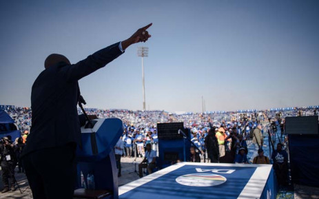 DA leader Mmusi Maimane addresses supporters during an election campaign. Picture: @MmusiMaimane/Twitter.