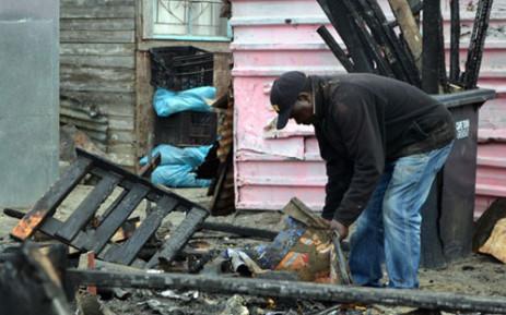 Khayelitsha residents rebuild their shacks following a shack fire. Picture: Aletta Gardner/EWN