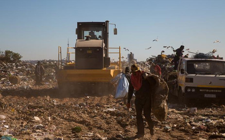 Waste pickers are seen in the Robinson Deep landfill site in Johannesburg.  The site has a maximum of 3 years left until it reaches capacity.  From 1 July, residents will be compelled to separate their garbage from recyclable material in an effort to avoid reaching this point.  Picture: Christa Eybers/EWN
