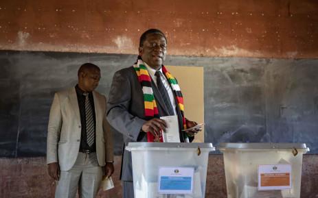 Zimbabwean President Emmerson Mnangagwa casts his vote on 30 July 2018. Picture: Thomas Holder/EWN