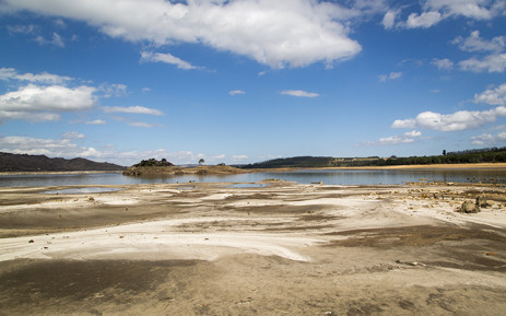 FILE: The water level of the Theewaterskloof Dam near Cape Town dropped to around 30 percent in March 2016. It is the largest of five major dams supplying drinking water to the city. Picture: Aletta Harrison/EWN