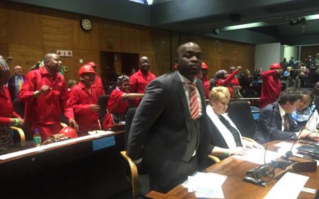 EFF members singing and dancing behind DA Tshwane mayoral elect Solly Msimanga. Picture: Kgothatso Mogale/ EWN.