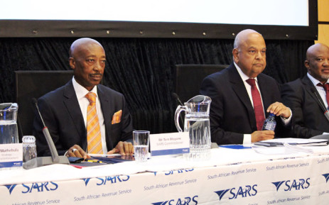 Sars commissioner Tom Moyane and Finance Minister Pravin Gordhan at the Sars briefing on 1 April. Picture: Christa Eybers/EWN.