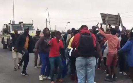 A screengrab of protesters demonstrating over service delivery in Vredenburg on 14 November 2018.
