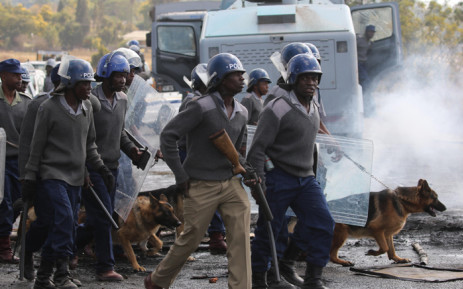 FILE: Zimbabwe riot police deploy in Harare. Picture: AFP