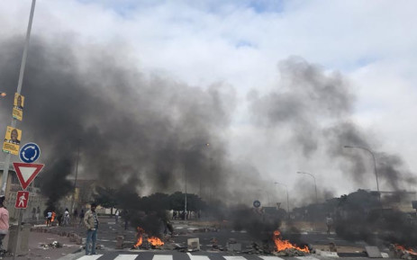 Protesting Khayelitsha residents barricaded roads with burning tyres during protests on 11 April 2019. Picture: Kaylynn Palm/EWN