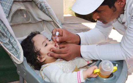 A health worker gives a young child the polio vaccine. Picture: @WHO/Twitter