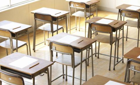 exam-desk-venue-paper-test-school-learner-hall-pupils-123rf