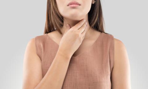 Woman with sore throat coronavirus covid19 123rflifestyle 123rf