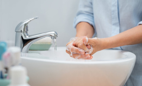 hands-water-washing-hygiene-cleanliness-germs-health-disinfectant-disease-123rf