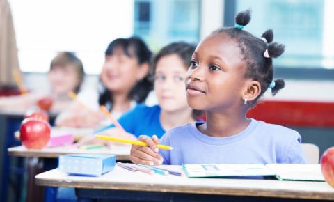 Children in school classroom 123rf