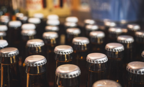 beer-alcohol-brewery-bottle-cap-drinking-booze-warehouse-liquor-industry-123rf