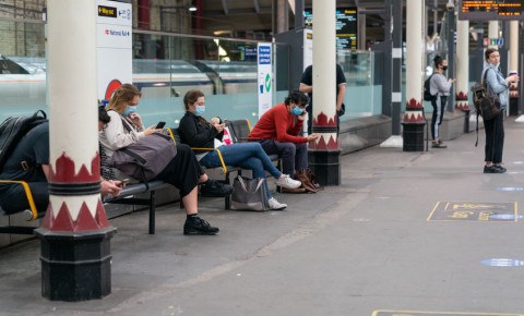 UK-London-England-Covid-19-Covid19-pandemic-mask-London-Underground-train-123rf