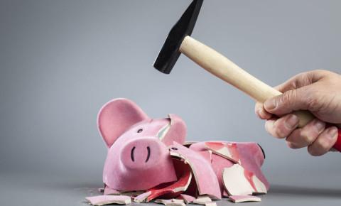 broken piggy bank breaking 123rf 123rflifestyle 123rfpersonalfinance