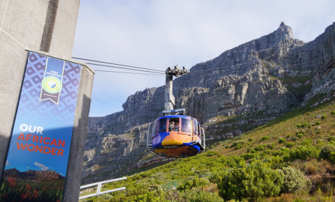 Table mountain view with table Mountain Aerial Cableway in Cape Town 123rf