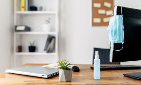 office-desk-work-space-workplace-employee-Covid-19-safety-disinfectant-123rf