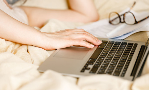 online-learning-internet-notes-training-remote-working-internet-laptop-123rf