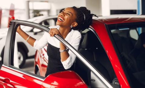 Happy woman new car vehicle motoring 123rf 123rfbusiness