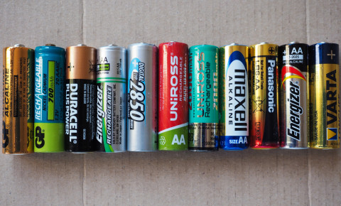 AA batteries battery duracell energizer maxell 123rf