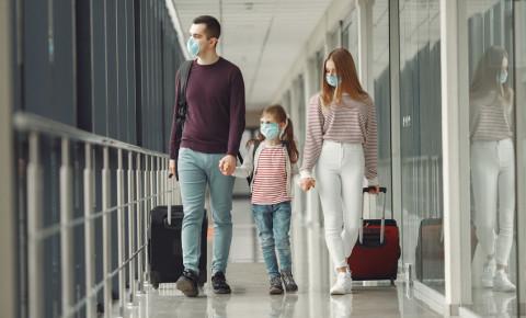 children-travel-tourists-airport-flights-repatriation-mask-luggage-covid19-123rf