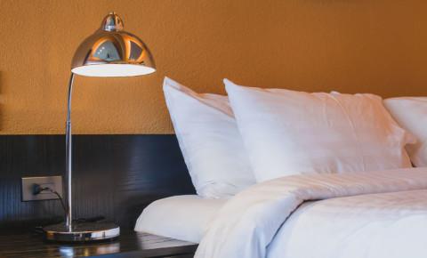 hotel-room-bed-accommodation-tourism-travel-vacation-leisure-break-sleep-123rf