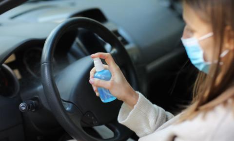 mask-Covid-19-woman-driver-driving-car-coronavirus-commuting-sanitiser-123rf