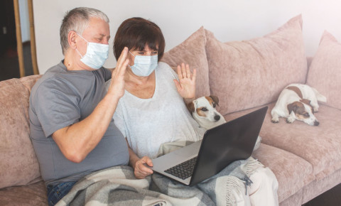 old-man-woman-grandparents-pets-dogs-lockdown-zoom-skype-video-chat-online-123rf