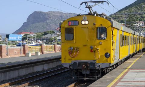 Metrorail train Kalk Bay Station Cape Town 123rftransport 123rflocal 123rf