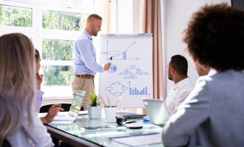 young-entrepreneur-businessman-giving-presentationjpg