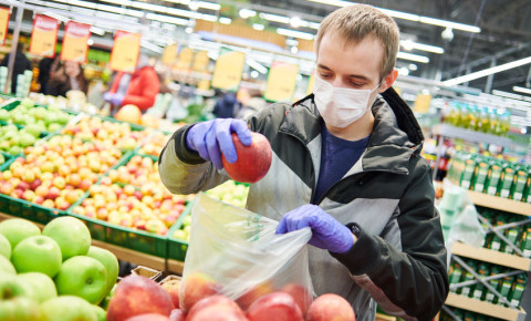 covid-19-mask-man-grocery-shopping-supermarket-essentials-food-store-shops-123rf