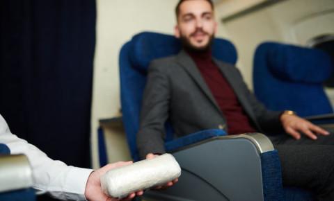 drugs-drug-trafficking-drug-mule-passenger-plane-123rf