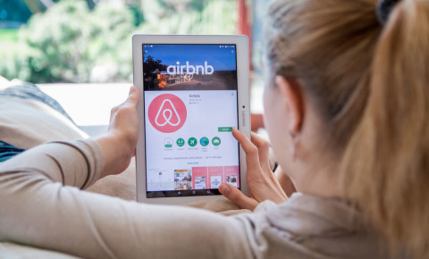 airbnb-logo-woman-searching-accommodation-options-travel-home-sharing-123rf