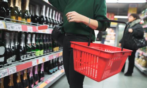 liquor-store-sales-wine-champagne-mmc-brut-bubbly-alcohol-booze-drinking-123rf
