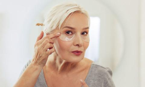 older-woman-ageing-menopause-under-eye-bags-wrinkles-eye-patches-skincare-123rf