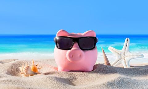 piggy-bank-on-beach-with-sunglassespng