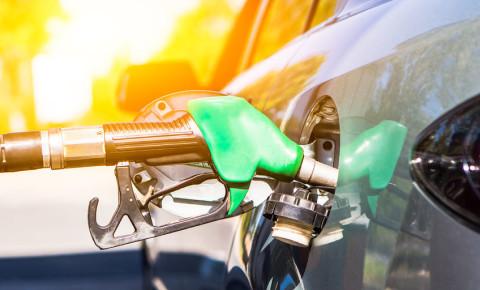 fuel-tank-petrol-car-motorist-driving-driver-refuelling-123rf