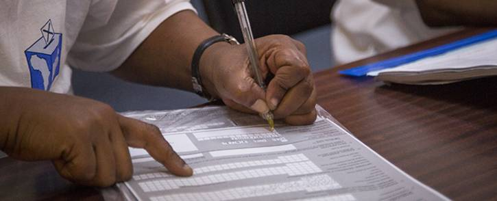 FILE: An Independent Electoral Commission official registers a voter on Sunday 6 March 2016. Picture: EWN