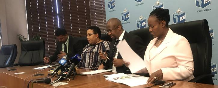 IEC CEO Sy Mamabolo (C) briefs the media on Tuesday 13 March 2018 on the first voter registration of 2018. Picture: Clement Manyathela/EWN