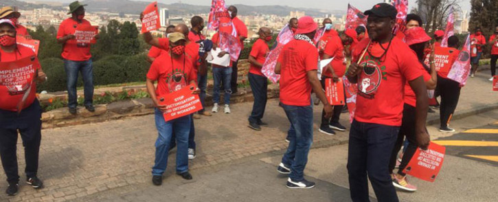 Nehawu members picket outside the Union Buildings in Pretoria on 21 September 2020. Picture: Abigail Javier/EWN