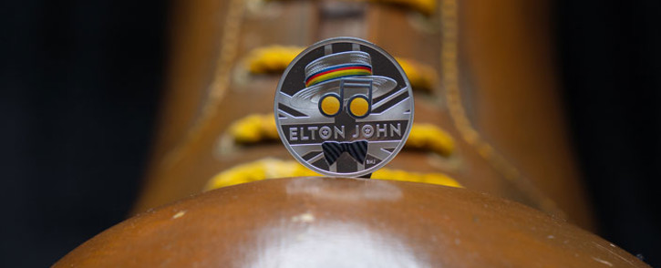 The Elton John commemorative coin. Picture: @RoyalMintUK/Twitter