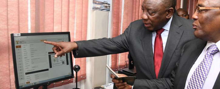 President Cyril Ramaphosa is taken through the visa process by Home Affairs Minister Aaron Motsoaledi at the Home Affairs head office in Tshwane on 4 October 2019. Picture: @PresidencyZA/Twitter
