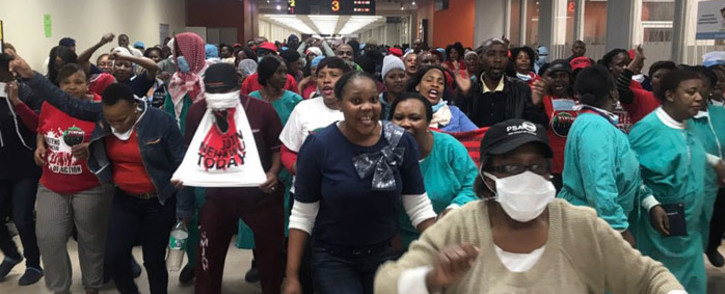 Workers protest at the Charlotte Maxeke Academic Hospital in Johannesburg on 31 May 2018. Picture: Christa Eybers/EWN