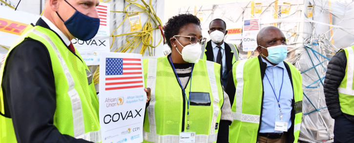 FILE: Health Minister Dr Joe Phaahla and Chief of Mission at US Embassy Todd Haskell receives 2.8 million Pfizer vaccine doses at the OR Tambo International Airport on 31 July 2021. Picture: Twitter/@HealthZA