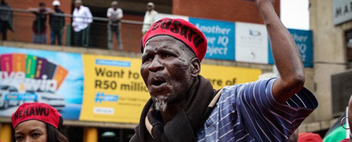The march moves through Newtown and towards the Gauteng Legislature buildings. Picture: Thomas Holder/EWN