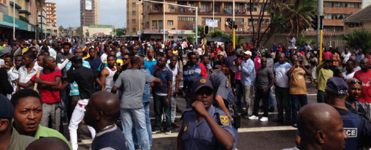 Police trying to disperse a large crowd of around 2,000 people following a standoff between foreign shop owners & locals in Durban on 14 April 2015. Picture: Vumani Mkhize/EWN.